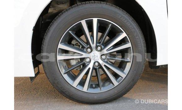 Acheter Importé Voiture Toyota Corolla Blanc à Import - Dubai, Région de la Bouenza