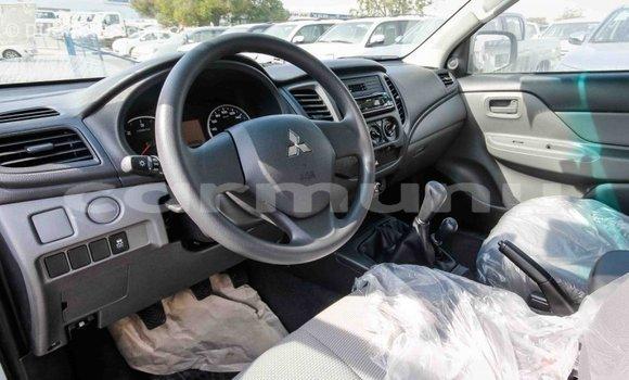 Acheter Importé Voiture Mitsubishi L200 Blanc à Import - Dubai, Région de la Bouenza