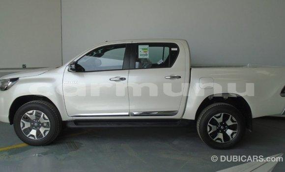 Acheter Importé Voiture Toyota Hilux Blanc à Import - Dubai, Région de la Bouenza