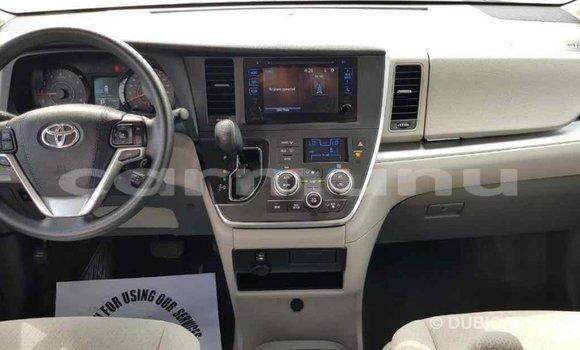 Acheter Importé Voiture Toyota Sienna Blanc à Import - Dubai, Région de la Bouenza