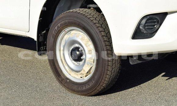 Buy Import Toyota Hilux White Car in Import - Dubai in Region of Bouenza