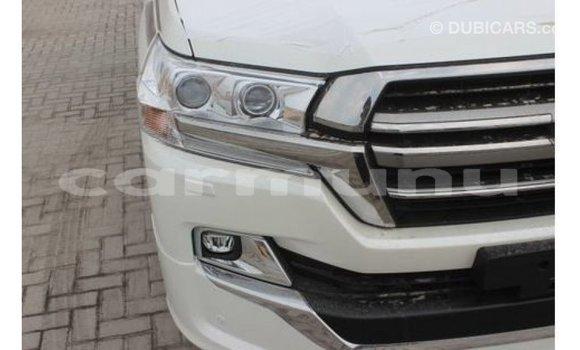 Buy Import Toyota Land Cruiser White Car in Import - Dubai in Region of Bouenza